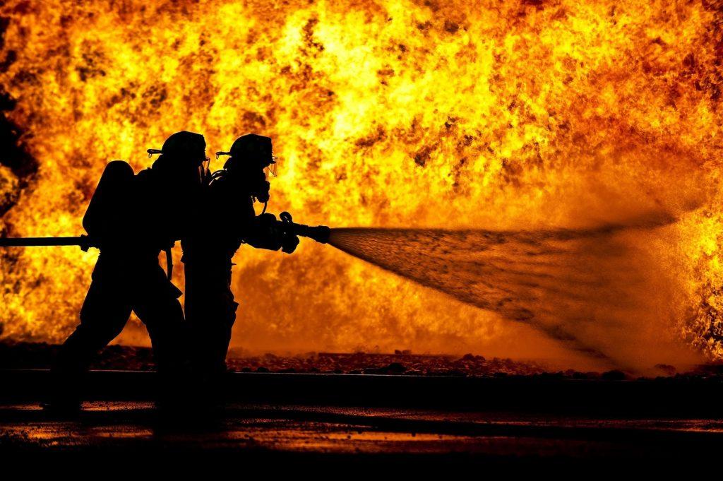sylwetka, zachód słońca, statek, relacja na żywo, sprzęt, rozpylać, trening, ogień, kask, niebezpieczeństwo, bezpieczeństwo, wąż gumowy, ochrona, praca, usługa, ćwiczyć, strażacy, strażak, dysza