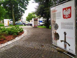 Plansze wystawowe w parku