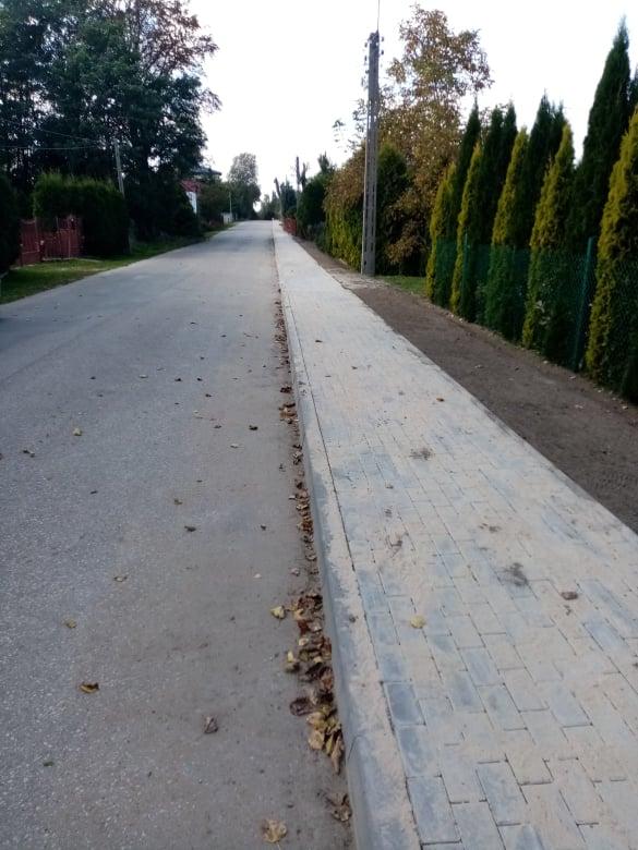 Ulica z chodnikiem