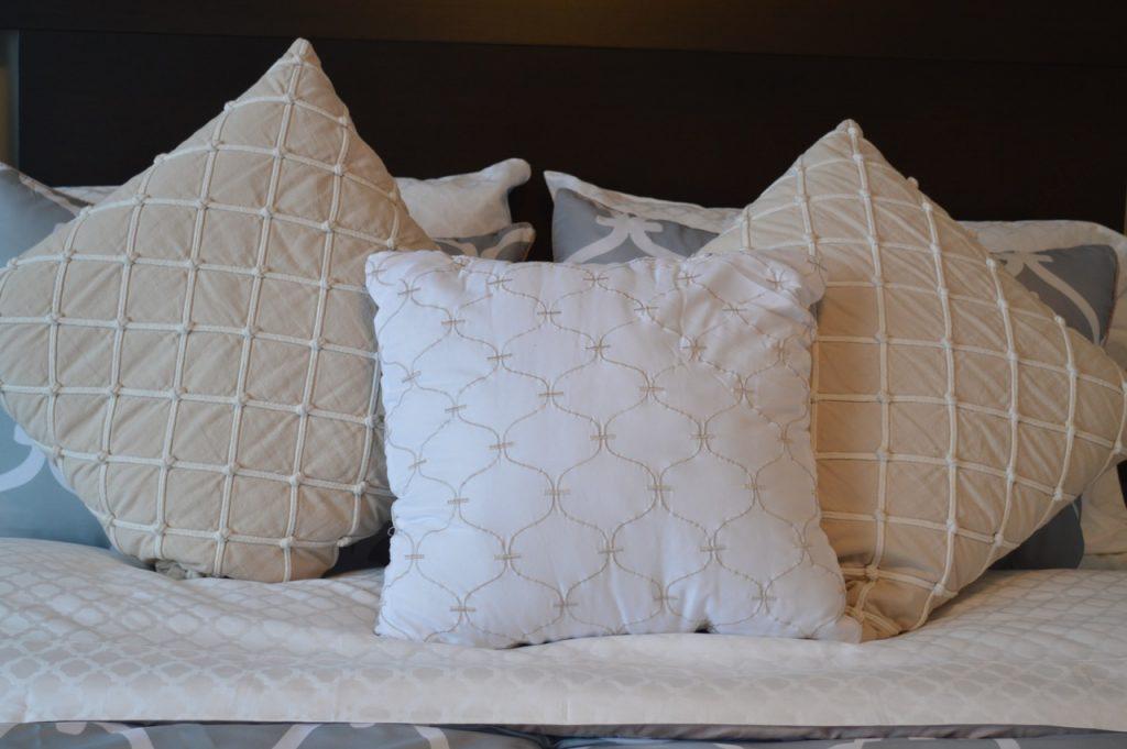 wysokiej rozdzielczości zdjęcia meble, poduszka, sypialnia, dekoracje, materiał, produkt, włókienniczy, sztuka, projekt, łóżko, komfort, wygodny, poduszki, pościel, prześcieradło, studio couch, łóżeczko dziecięce